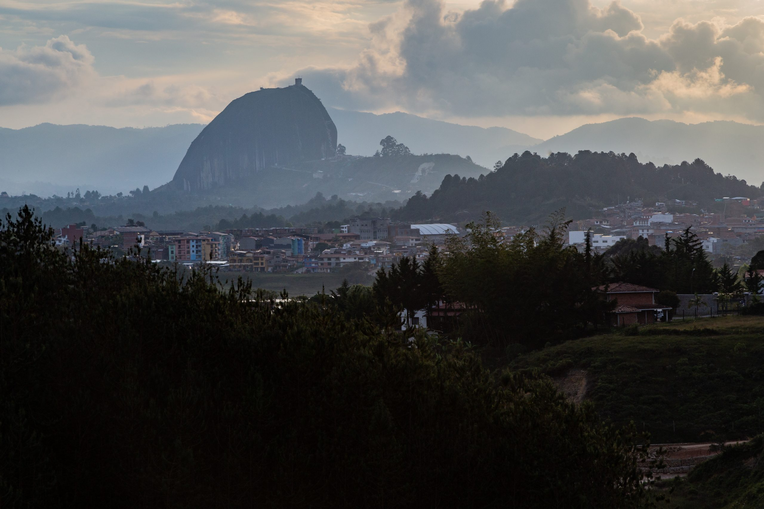 El Peñón de Guatapé (Piedra del Peñol)